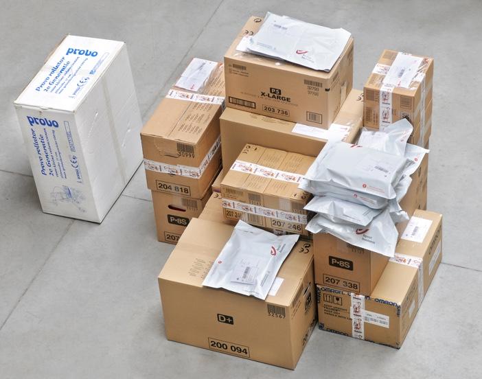 Een hoop Comfoplusdosen klaar om afgeleverd te worden