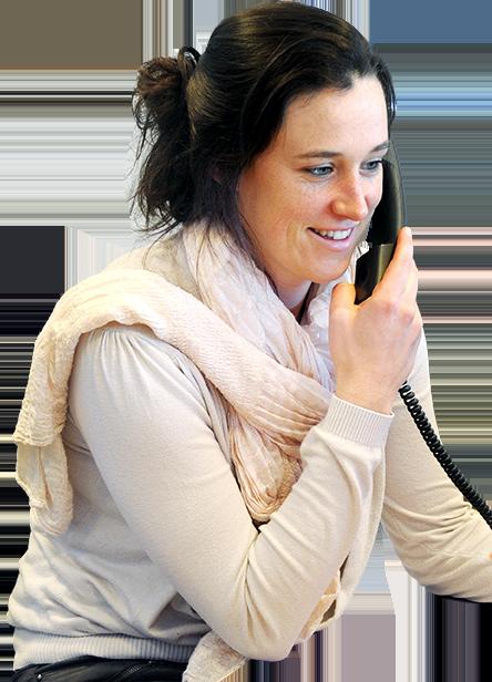 Réceptionniste aan de telefoon